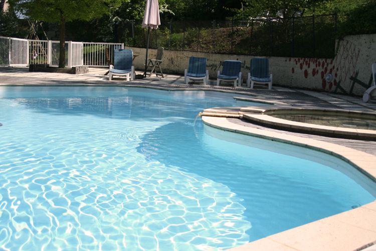 Hotel de charme figeac restaurant h bergement aveyron for Capdenac piscine